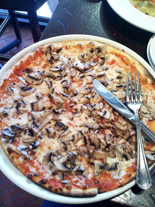 Mushroom pizza at Amici, Glendale, CA