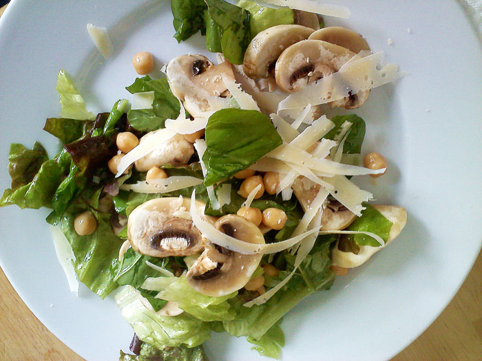 Arugula, red leaf lettuce, mushroom, garbanzo beans, parmesan, with white balsamic and fig vinegar, olive oil and sea salt dressing.