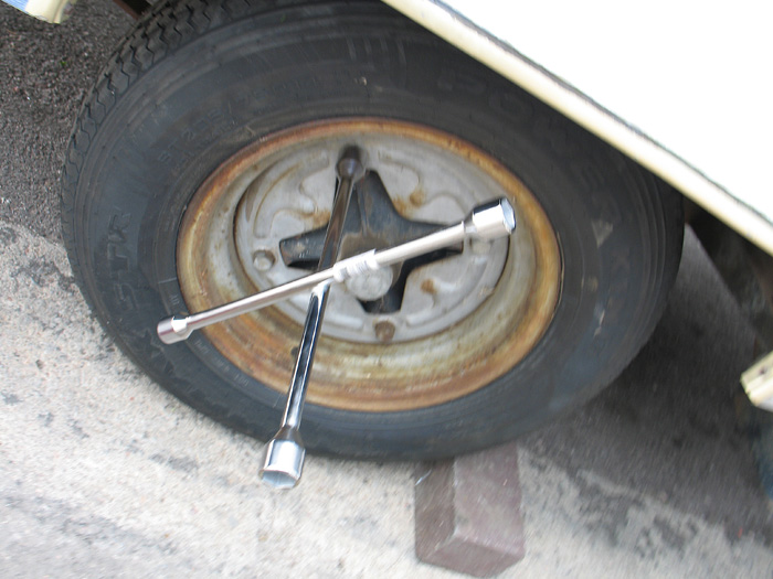 It's important to have a lug wrench that fits