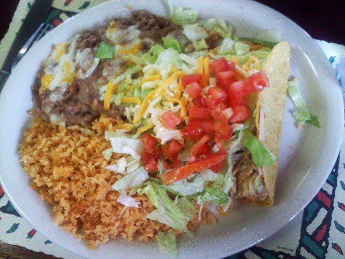 Chicken taco plate at Arceos