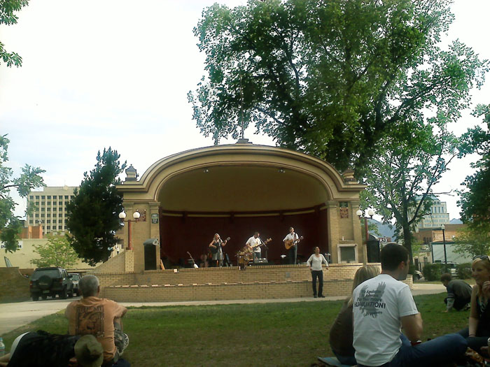 In the summer there are free concerts in Acacia Park on Saturday evenings.