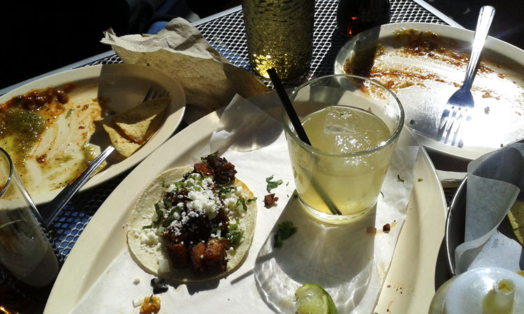 Yet another tasty little taco and the blah margarita. No matter how many pictures I take of it, it isn't going to improve.