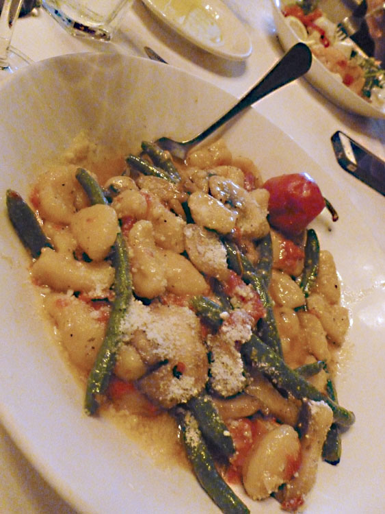 I had this insane thing: Cavatelli Ala Rosebud. I still dream about this dish. It was one of the best things I've ever eaten. I told my dad I'd share it with him but wound up scarfing most of it myself. It's basically a gnocchi-like pasta with grean beans, tomatoes, peppers, and a butter sauce. OMG.