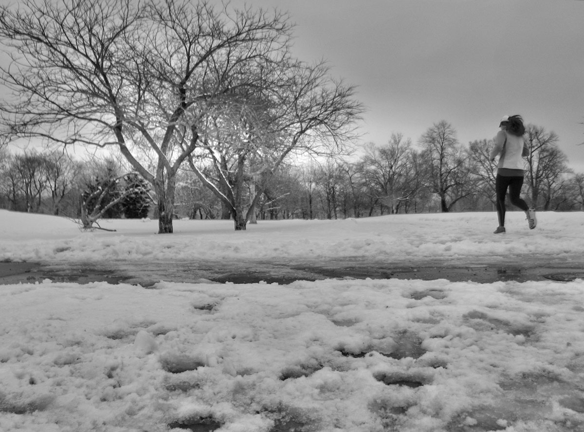 winter runner in lincoln park, chicago